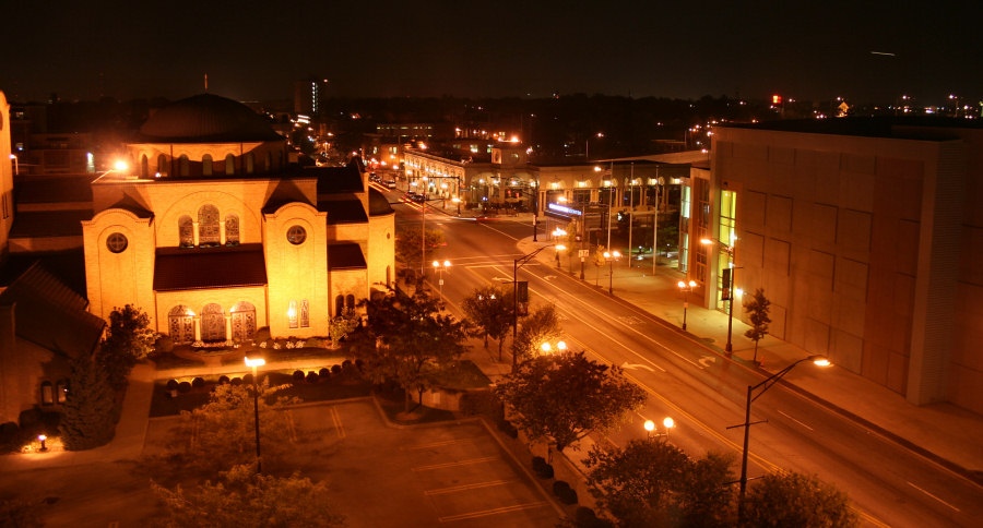 Columbus High Street at night